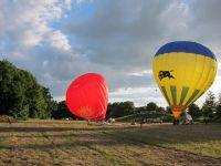 Start am Abend - die ersten Ballone liefern sich ein rennen...